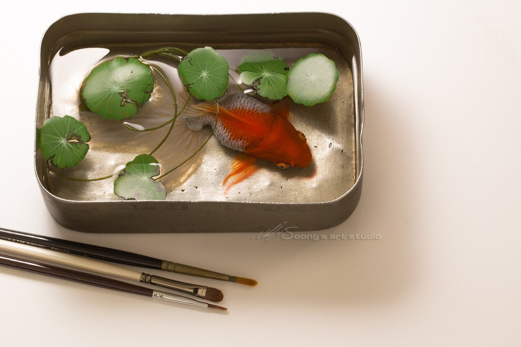 Coins grass long tail goldfish (Acrylic on Resin)