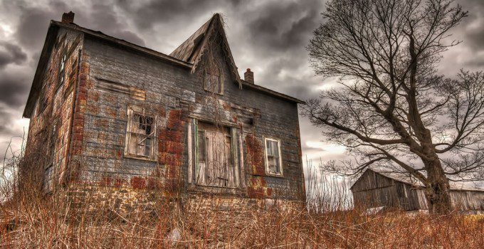Abandoned farmhouse in Ontario, Canada