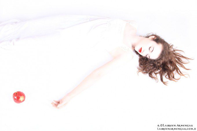 +.Snow White.+ I Model : Catherine Reichert I Lighting Assistant : Christopher Haress I Make Up : Laureen Armengau I © Laureen Armengau