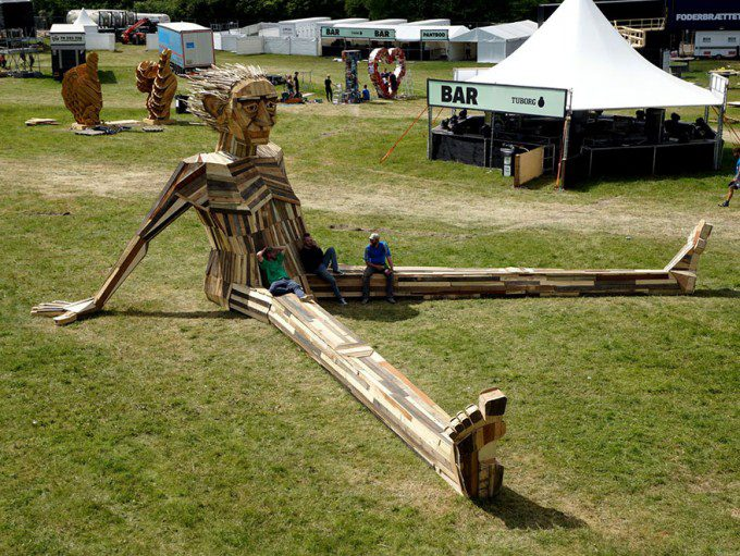giant-scrap-wood-sculptures-thomas-dambo-5