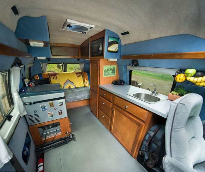 Turning-Grandmas-Old-Van-Into-an-Adventure-Mobile-to-Travel-the-Country1__880-680x569