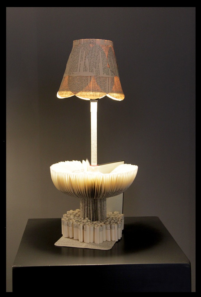 Table lamp for reading books
