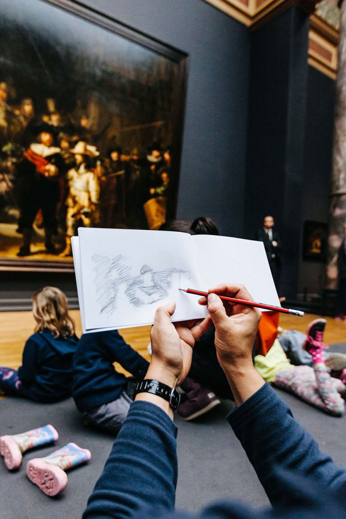 18museum-visitors-draw-artwork-start-drawing-rijksmuseum-18 (1)