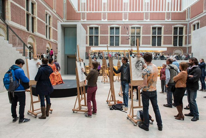 4museum-visitors-draw-artwork-start-drawing-rijksmuseum-4
