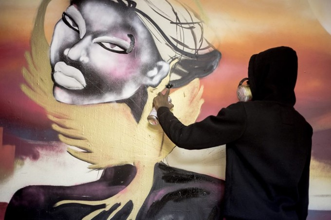 MaliCiouZ , creation of the murale at the Fresh Paint Gallery. Photo credit: Jessica Valoise