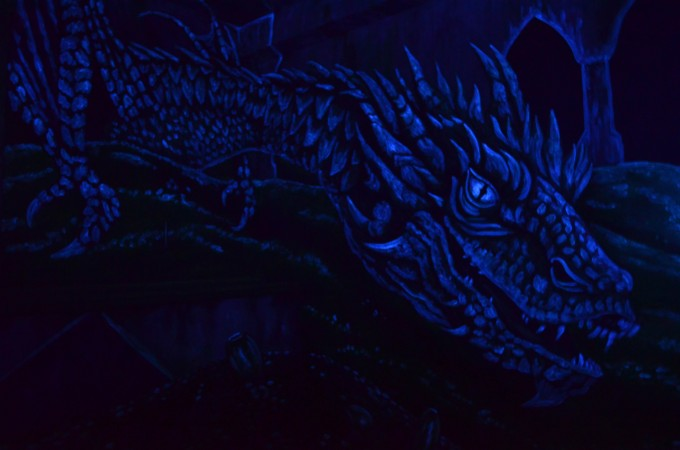 Smaug Black-light
