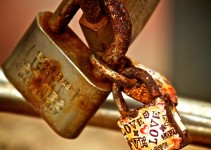 Love-lock-by-the-sea-in-Spain