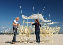 sculptures-that-walk-on-the-wind9