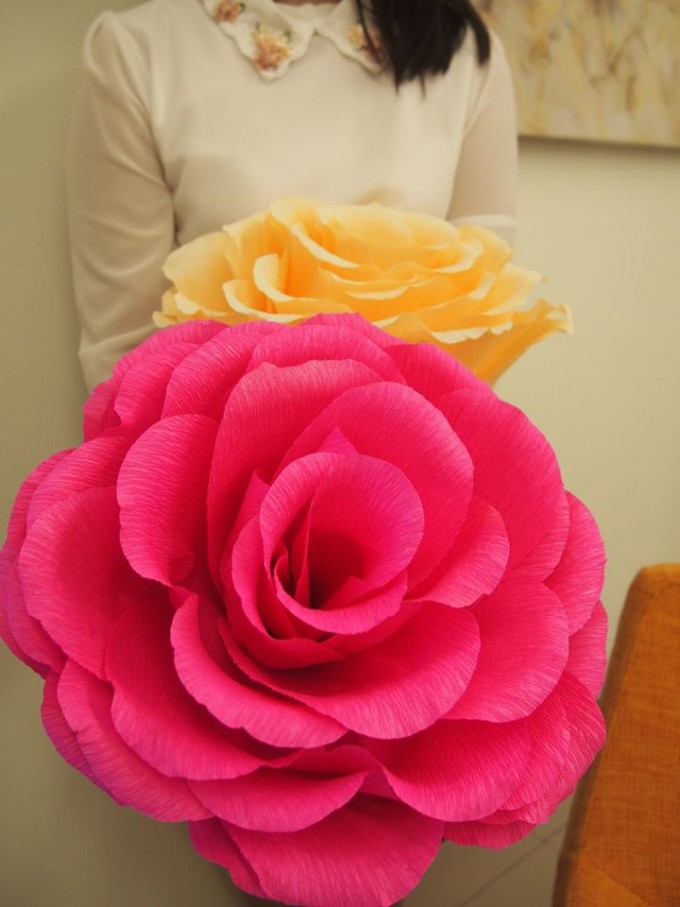 I always adore the magnificent scenes in Alice in Wonderland. Therefore I made some giant roses.
