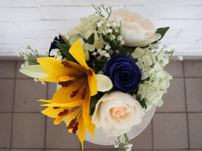 The top view of the cheerful centerpiece.