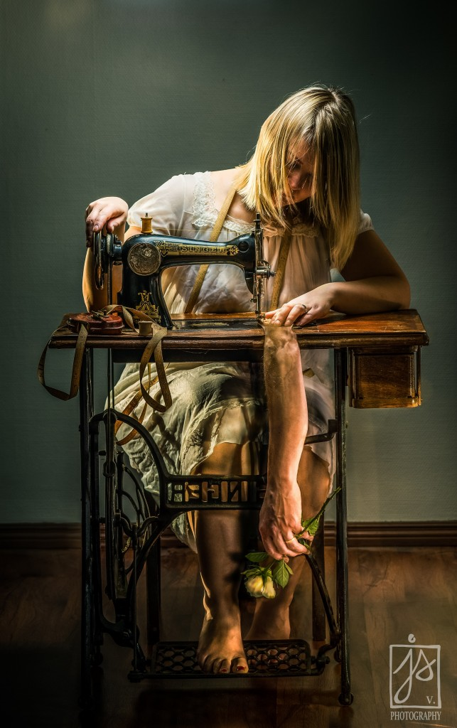 Seamstress,Lights out | JSV - photography