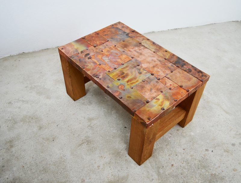 Table-with-copper-plates